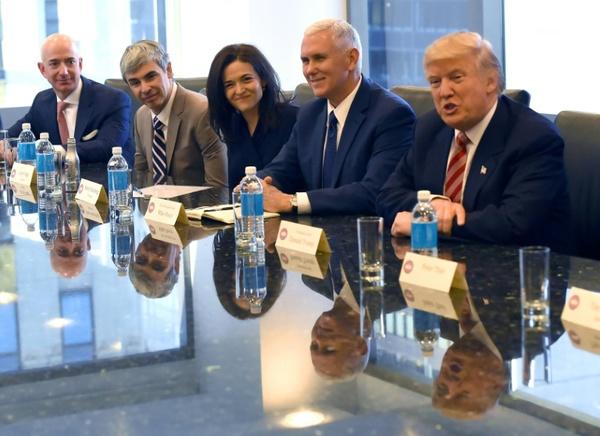 Directivos de Apple, Microsoft y Facebook se reúnen con Trump