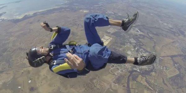 Se desmaya paracaidista en caída libre