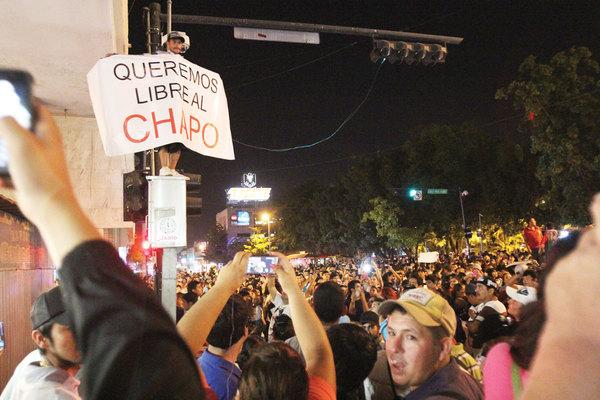 """Los días sin el """"Chapo"""": retrato de una sociedad bipolar"""