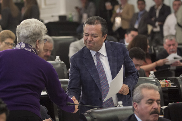 """Derrochan diputados """"bono secreto"""""""