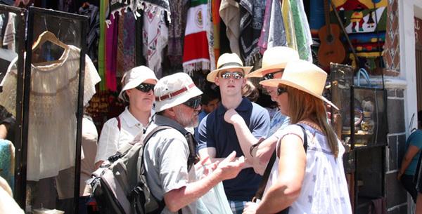México busca depender menos del turismo estadounidense