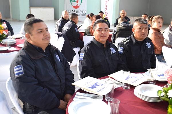 Policías de Tula recibieron certificados de Preparatoria