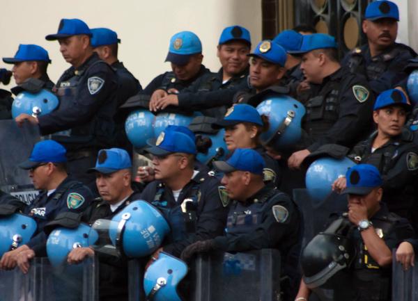 Cerco policíaco en San Lázaro por protestas de la CNTE en el DF