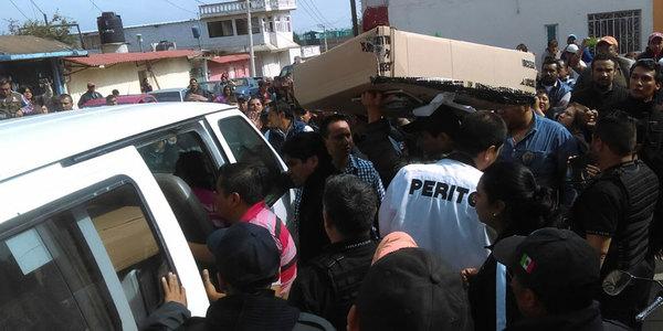 Retienen a funcionarios del IEE por inflar urnas