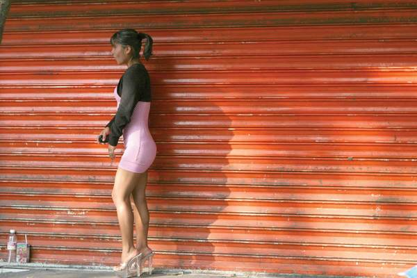 Ana prostituta de noche jefe de dia - 4 8