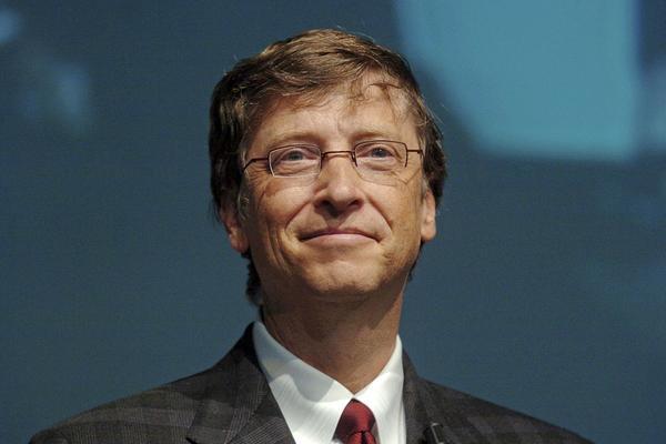 Gates le pide a Trump inspirar a la gente como lo hizo Kennedy