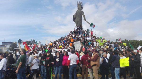 Miles se unen en Tijuana a marcha nacional