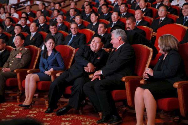 La esposa de Kim Jong-un reaparece en público