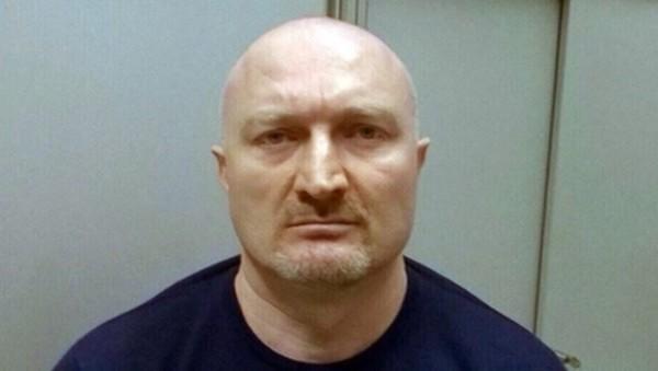Ruso acusado de 60 asesinatos evita ser extraditado por su miedo a volar