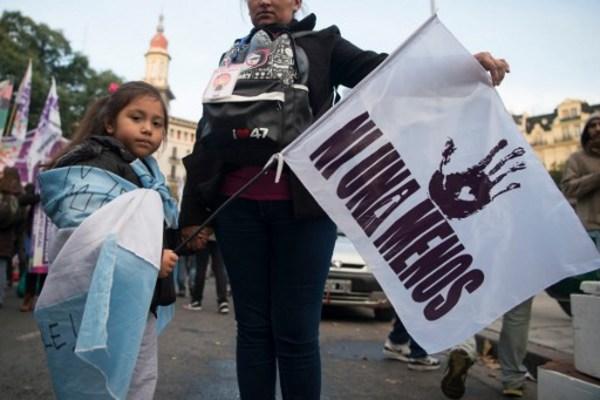 Mujeres argentinas llaman a paro tras asesinato de una niña de 16 años