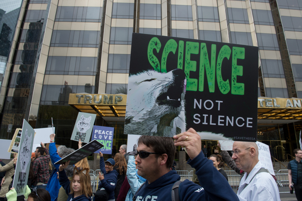 Se manifiestan por la ciencia en Francia