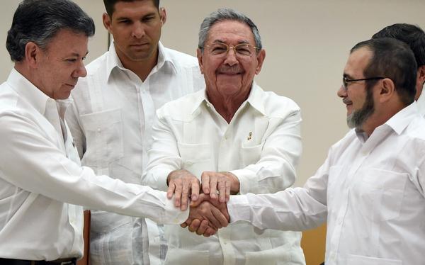 Santos y FARC prometen firmar histórico acuerdo de paz en 6 meses