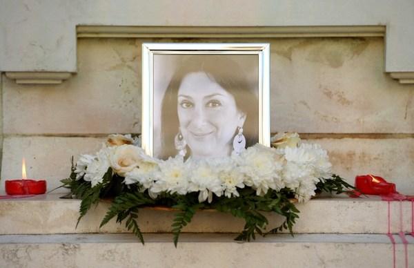 Inculpan a tres hombres por asesinato de periodista en Malta