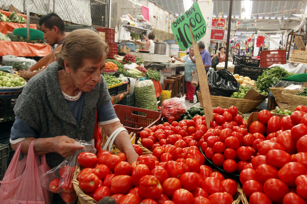 Piden sindicatos reducir 20% costo de canasta básica