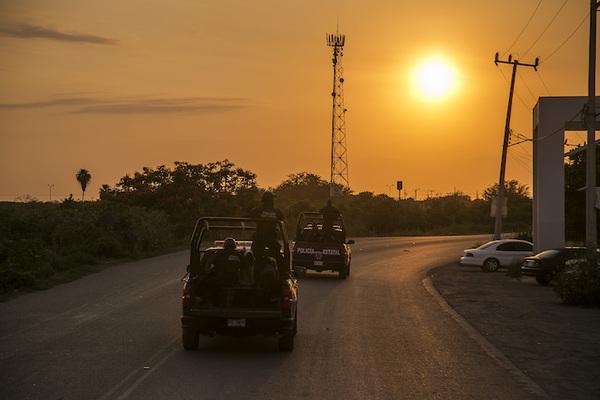 Grupo armado se lleva a 8 personas en Sinaloa