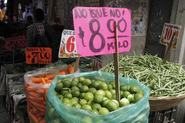 Limón, uva, desodorantes y educación con mayor alzas de precios