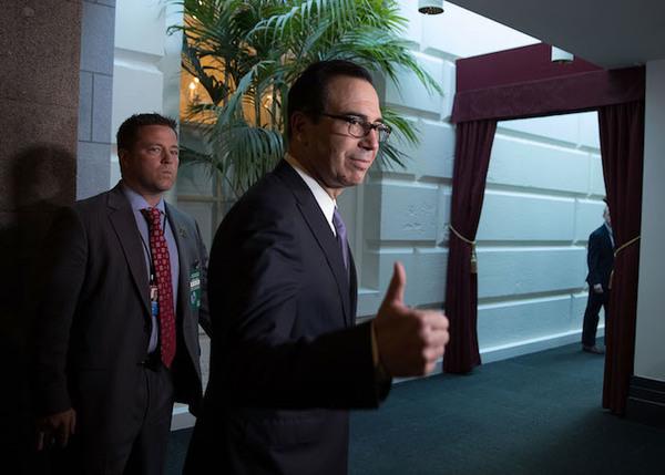 EE.UU: Secretario del Tesoro pidió jet militar para luna de miel