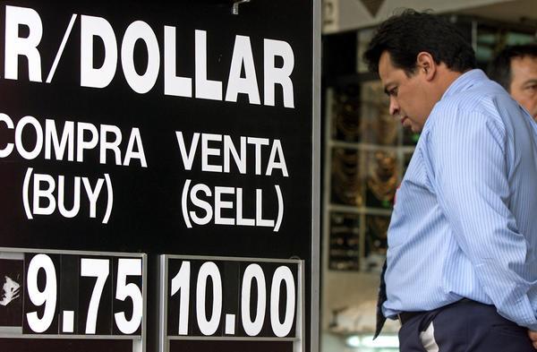 Histórico desplome del peso frente al dólar