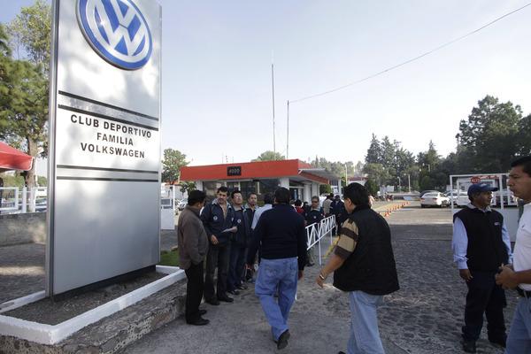 Descartan huelga en VW; obreros van por aumento salarial de dos dígitos