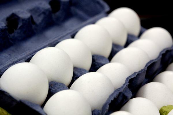 Advierten caída de ventas por especulación en precio de huevo