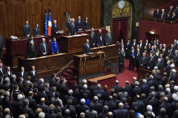Hollande pide reforma constitucional contra terrorismo de guerra