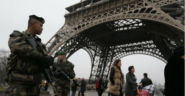 """Francia, en """"alto nivel de amenaza"""" terrorista: Hollande"""