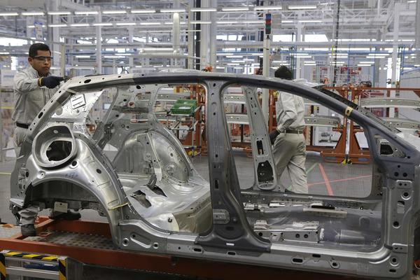 """Reportan """"paro de producción"""" en VW"""