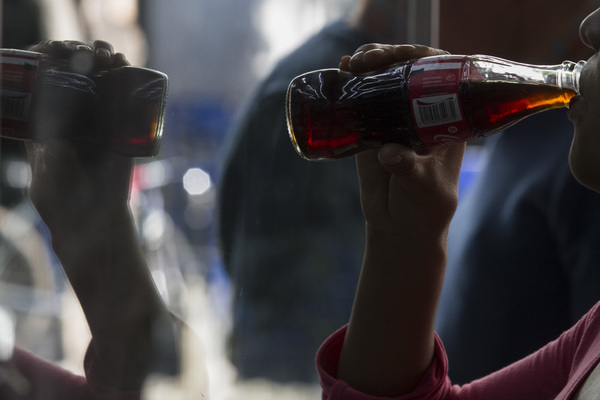 Acusan a ministra de la SCJN de favorecer a refresqueras