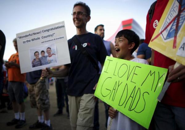 Hijos de padres gays no presentan ningún problema: Estudio