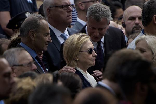 Hillary Clinton deja acto por el 11/9; le diagnostican neumonía