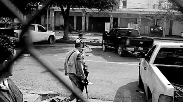 Médicos comprueban muerte por ejecución en Apatzingán