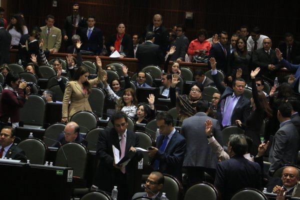 Transfieren a ocho diputados del PRI al PVEM