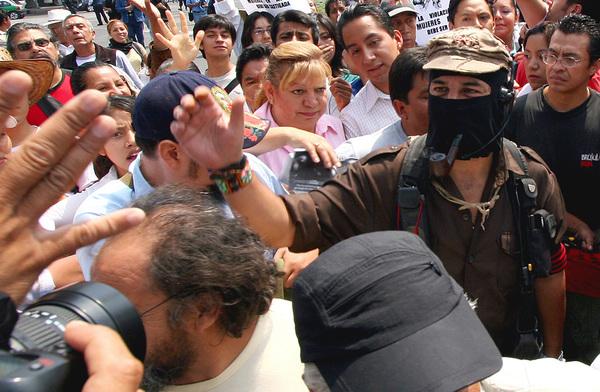 """""""Llegará el tiempo en que paguen quienes nos deben todo"""": EZLN"""