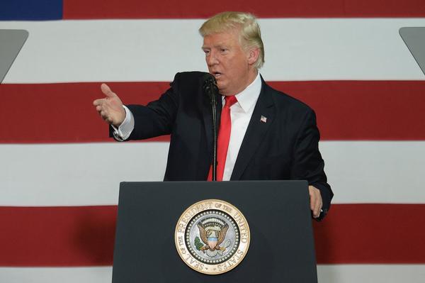 Trump se aferra en ver lo peor del TLCAN e insiste en terminarlo