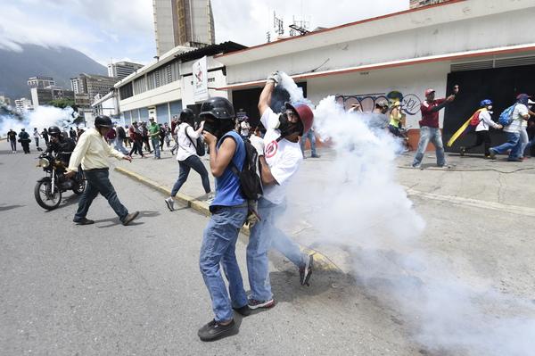 """Reprimen en Venezuela marcha """"en defensa del voto"""""""
