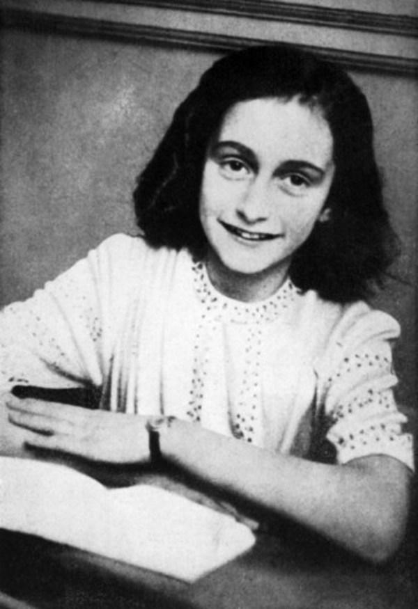 Subastan poema de Ana Frank en 140,000 euros