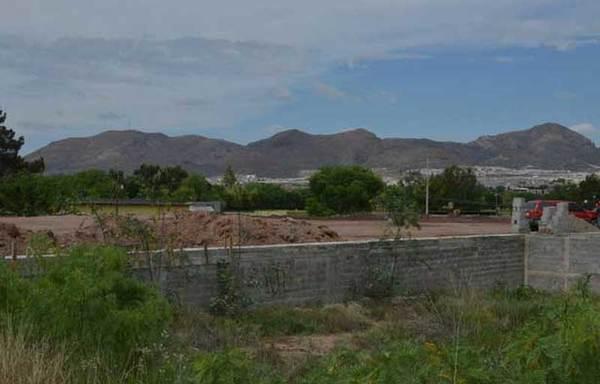 Construyen en Tabalaopa pese a riesgo por ductos de Pemex