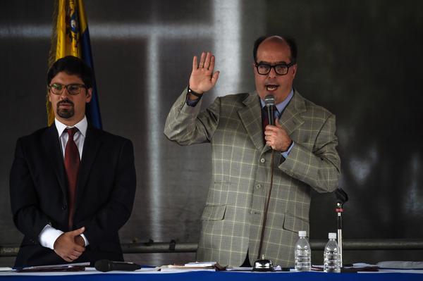 Parlamento venezolano juramenta una corte suprema paralela