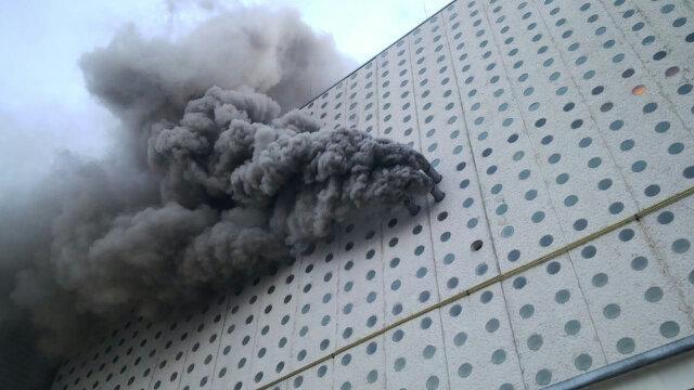 Bomberos sofocan incendio en Terminal 2 del Aeropuerto del DF