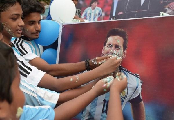 Lionel Messi, 29 años y el mundo del balón a sus pies