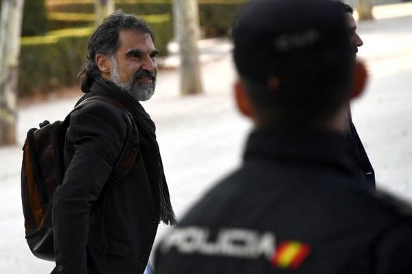 Decretan prisión preventiva para dos independistas catalanes
