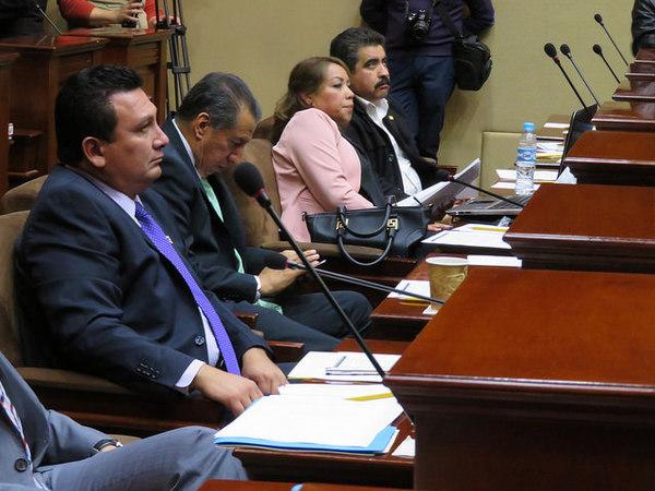 Desechan impugnación de diputados para no separarse del cargo en reelección