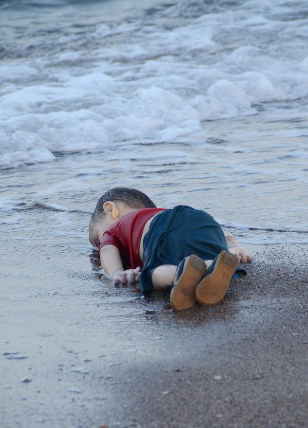 """""""Mis hijos resbalaron de mis manos"""": Padre de niño sirio ahogado"""