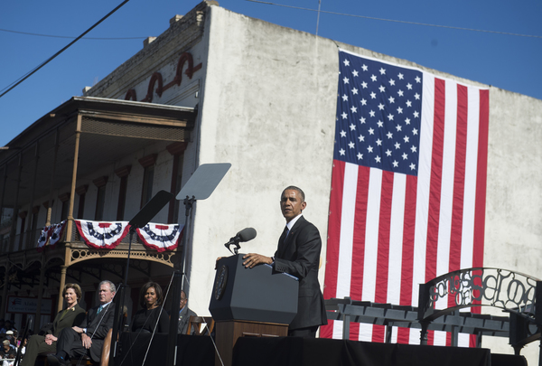 """""""Lucha contra el racismo no ha concluido"""": Obama"""
