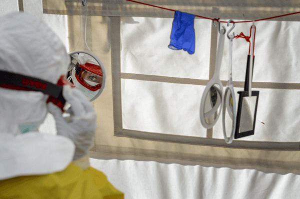 Arrestan a enfermera en EE.UU. por negar a policía sangre de un paciente