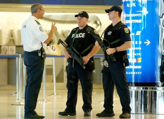 EEUU revisa medidas para viajeros procedentes de países afectados por el ébola