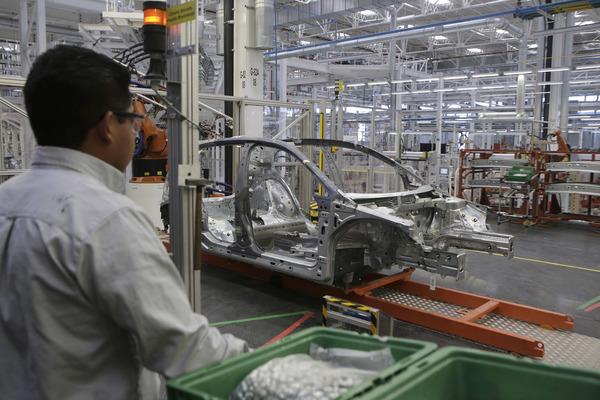 VW deja de ensamblar 48 mil unidades