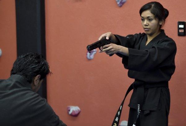 Fabiola, una mexicana experta en desarmar a potenciales feminicidas