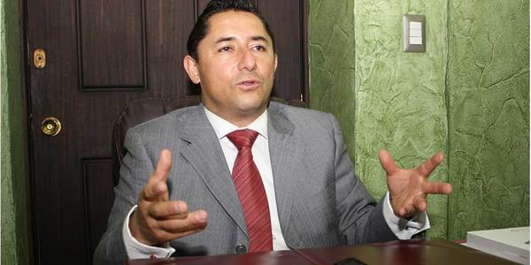 Camacho exhorta a revisar contratos