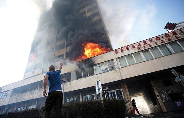 "Bosnia golpeada por un ""tsunami ciudadano"""